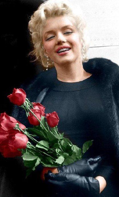 """LAS FLORES DEL """"MAL"""" - Página 2 Marilyn_monroe_roses"""
